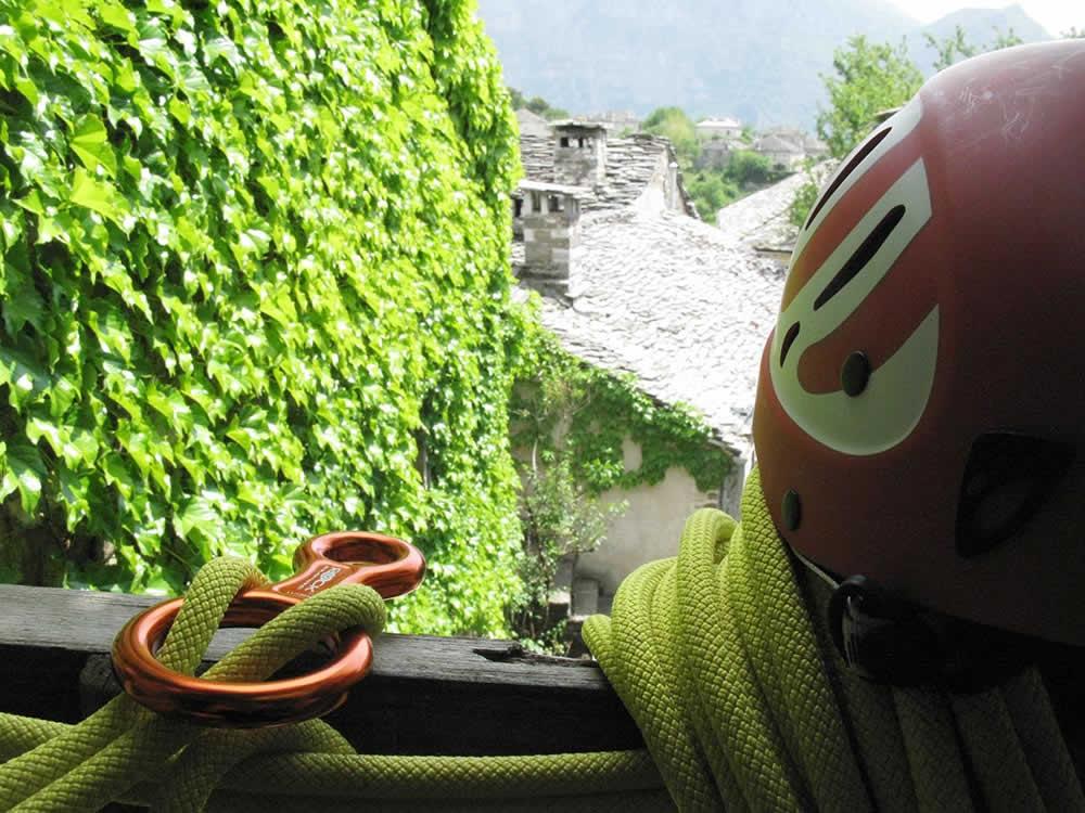Lodging and trekking-climbing in the Zagori region