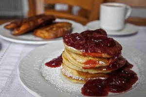 Everyday there is another local specialty offered alongside with the bread, marmalade, cheese, ham, cakes, yoghurt etc and local specialties such as pies, various cakes, puddings, crepes, pan cakes, honey dumplings, fried/boiled/scrambled eggs and more.