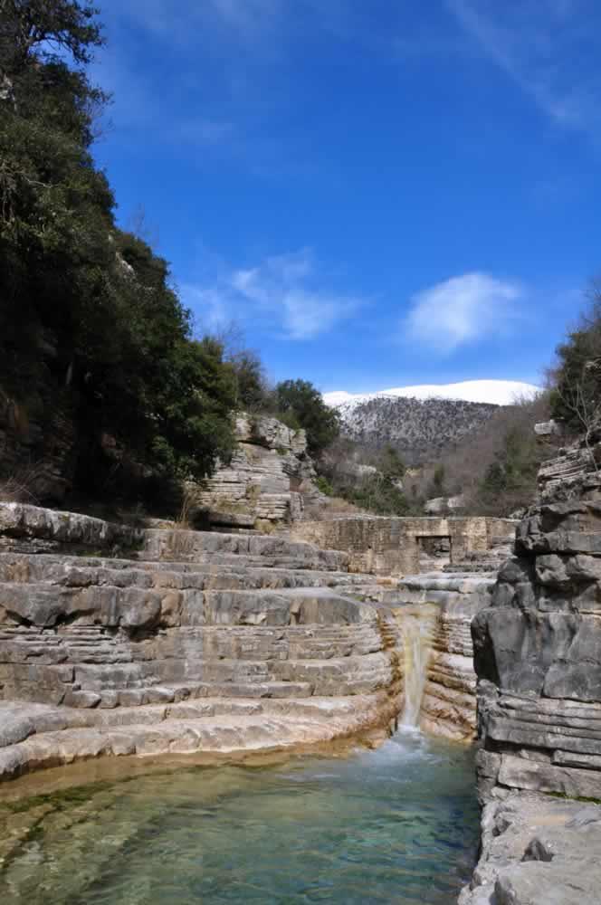 """Το Ζαγόρι και ο Βίκος-Αώος: οι φυσικές λίμνες """"οβίρες"""" μεταξύ Μεγάλου και Μικρού Πάπιγκου"""