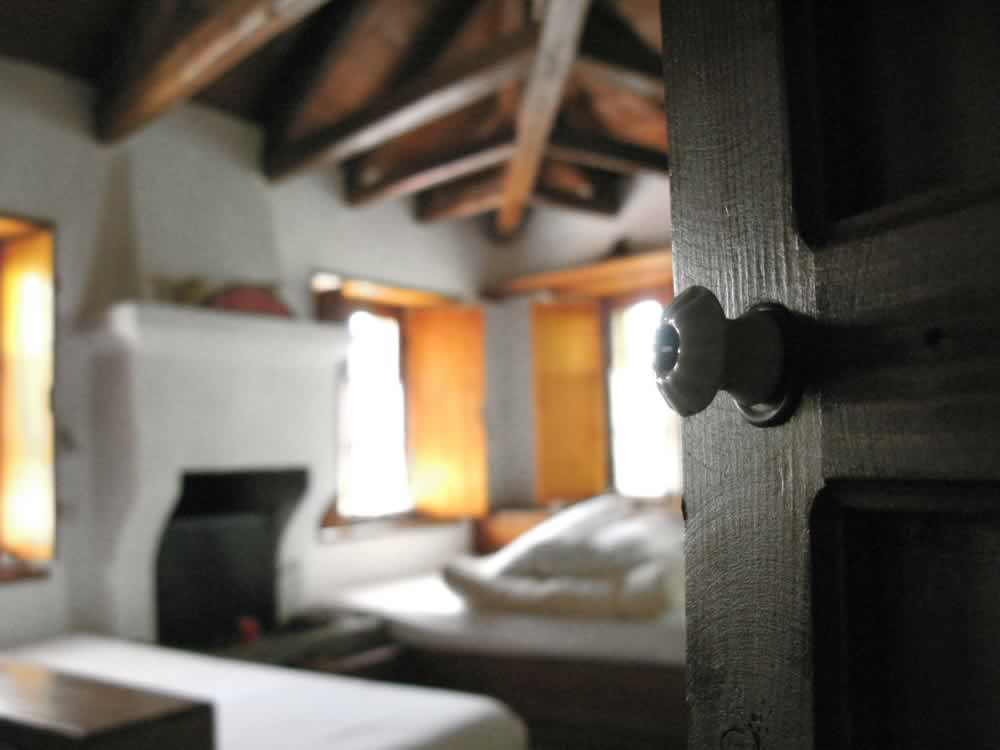 Textures, atmosphere, wood, tradition ... part of the experience in the Hotel - Guesthouse Saxonis Houses in Papigo, Zagori