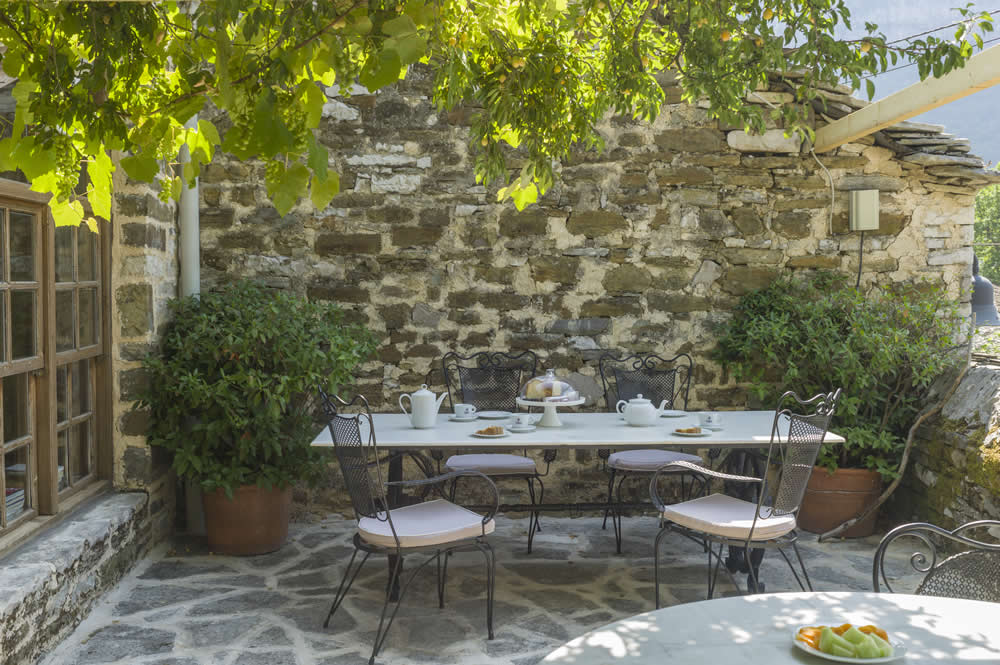 Breakfast at Saxonis Houses Guesthouse in Papigo, Greece